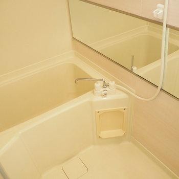 お風呂はコンパクトで狭めです※写真は前回募集時のものです