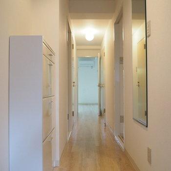 玄関から。全身鏡がありますよ〜※写真は前回募集時のものです