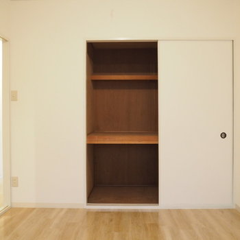 6帖のお部屋のほうが収納も大きいです!※写真は前回募集時のものです