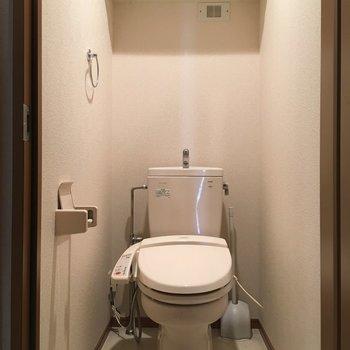 温水洗浄付きで棚も。