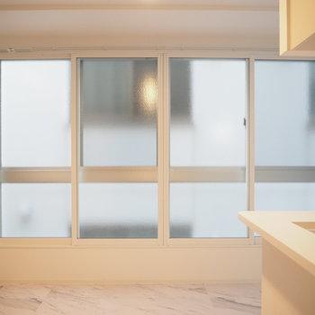 壁一面の大きな窓!※写真は同間取り別部屋です