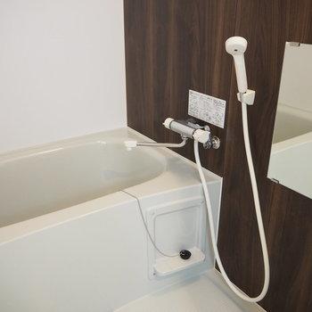 お風呂もいいサイズ感※写真は同間取り別部屋です