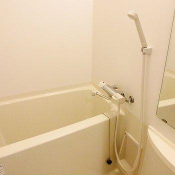 お風呂はふつうサイズです※写真は同間取り別部屋です