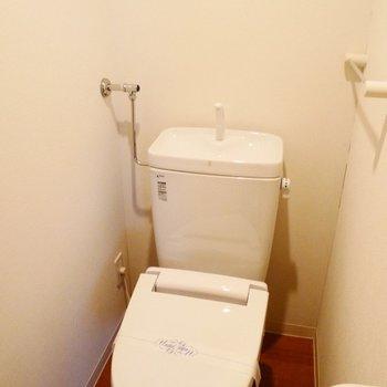 トイレはウォシュレット付きです※写真は同間取り別部屋です