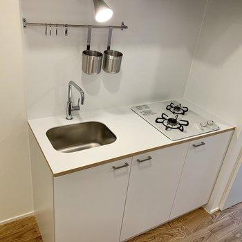 二口ガスコンロでまな板置くスペースも広い〜!魅せるインテリア・キッチン。