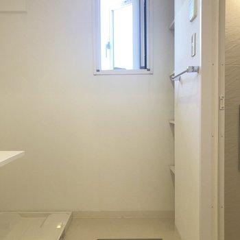 洗面室を見てみましょう。