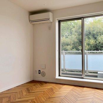 床のジグザク模様が素敵…!※写真は3階の同間取り別部屋のものです