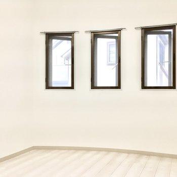 洋室②】アーチのかかったシアタールーム(※写真は1階の同間取り別部屋のものです)