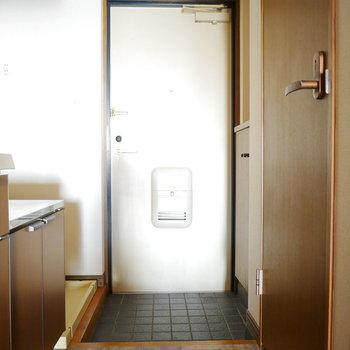 玄関周辺に水回りがまとまっています ※写真は6階の同間取り別部屋のものです