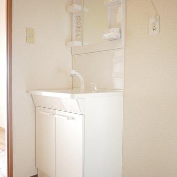 独立洗面台※写真は6階の同間取り別部屋のものです