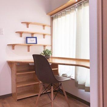 廊下部分のこのスペースは、読書に最適。※写真の家具はサンプルになります
