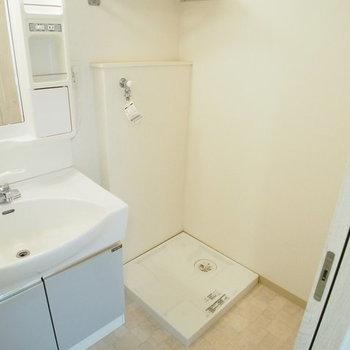 洗濯機置き場は洗面台の横に。※写真は前回募集時のものです