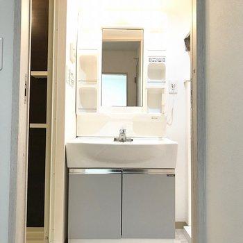 ツートンの洗面台もオシャレ※写真は前回募集時のものです