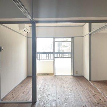 その左のお部屋は趣味部屋にしようかな。本棚とか置きたいね。(※写真のお部屋は改装工事中です)