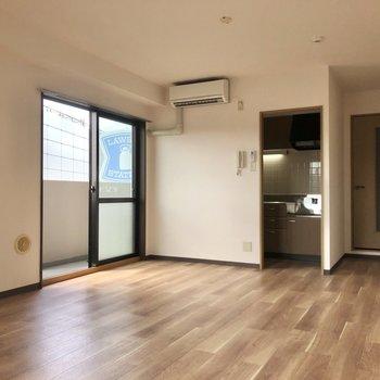 キッチンは半個室になっています。