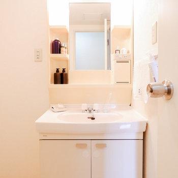 朝の準備もお肌のケアもしやすそう。※写真は3階の同間取り別部屋のもの、家具はサンプルです