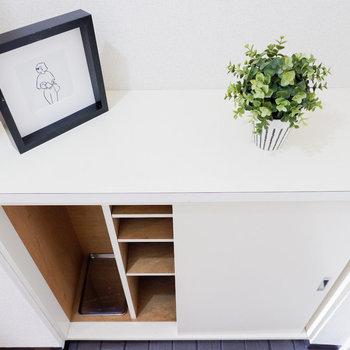 傘などもしまえる靴箱。※写真は3階の同間取り別部屋のもの、家具はサンプルです