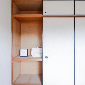 収納は押入れタイプです!※写真は3階の同間取り別部屋のもの、家具はサンプルです