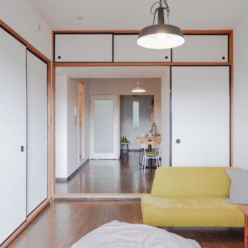〈洋室①〉ダイニングとつなげると、とっても開放的。※写真は3階の同間取り別部屋のもの、家具はサンプルです