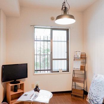 〈洋室②〉趣味や作業部屋にちょうど良い広さです。※写真は3階の同間取り別部屋のもの、家具はサンプルです