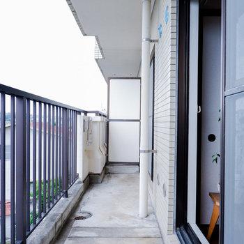 バルコニーは2部屋にまたがっていて、広いです!※写真は3階の同間取り別部屋のものです