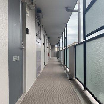 今回のお部屋は階段から1番近い角部屋です