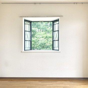 出窓から見える緑が心を豊かにしてくれます