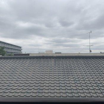 眺望はお隣さんの屋根です・・・