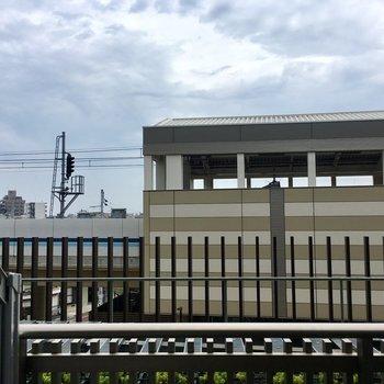 眺望は…駅のホーム。