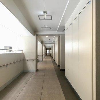 共用廊下ながーーーーーーい。迷子になりそう。