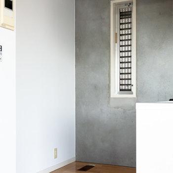 【上階】冷蔵庫はシンク後方に。