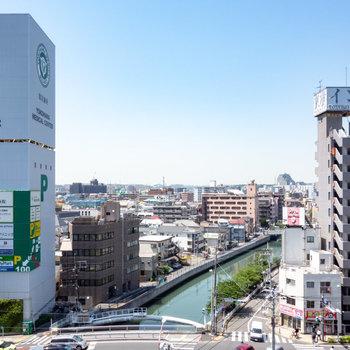 【上階 眺望】横浜の街並みが目に入ります。