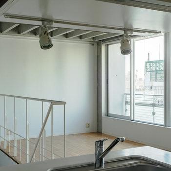 【上階】街を眺めながら料理できます。