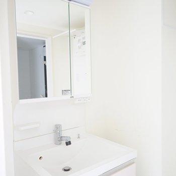 洗面台もゆったり♪※写真は3階の同間取り別部屋のものです