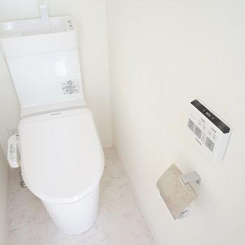 トイレはウォシュレット付♪※写真は3階の同間取り別部屋のものです