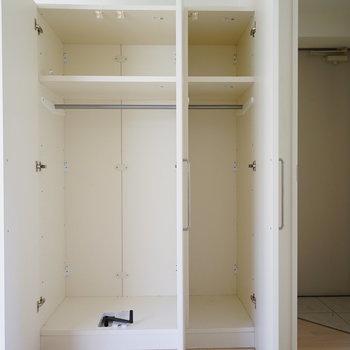 収納は大きくて可動式♪※写真は3階の同間取り別部屋のものです