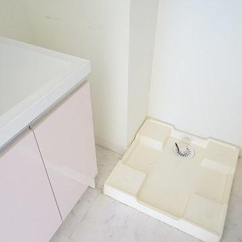 横に洗濯機を。※写真は3階の同間取り別部屋のものです