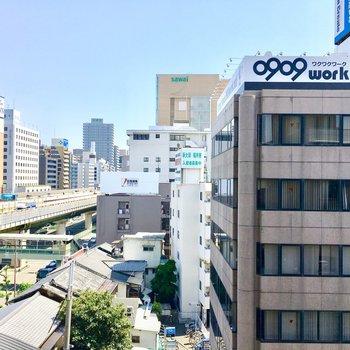 眺望は御堂筋線とオフィス街。
