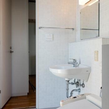 着替えるのに十分なスペースがあります。※写真は4階同間取り別部屋のものです