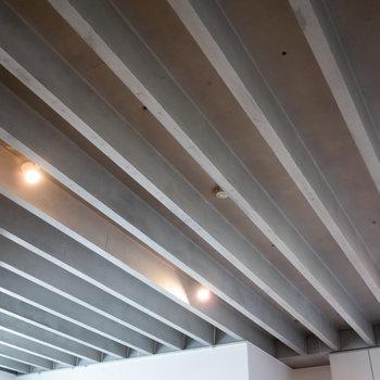 天井が高く、開放感があります。※写真は4階同間取り別部屋のものです