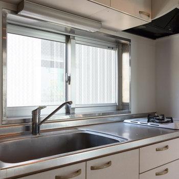 窓があり、換気に役立ちます。※写真は4階同間取り別部屋のものです