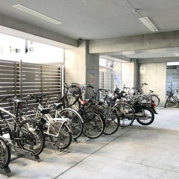 共用部】駐輪場も雨の心配は要りませんよ。