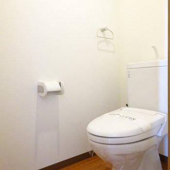 トイレは個室でもスペース広めです。(※写真は7階の同間取り別部屋のものです)
