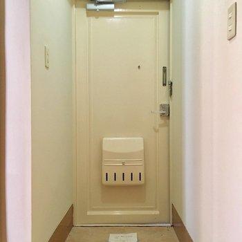 レトロな玄関。