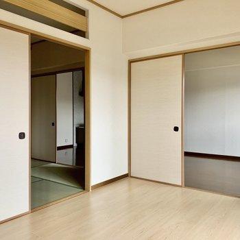 和室へもリビングへも繋がっています。
