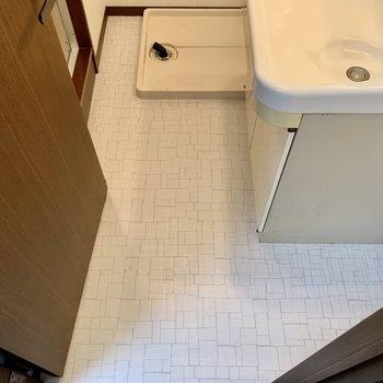 独立洗面台横にタオルラック置けます。