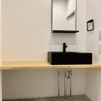 シンプルだけど、かっこいい洗面台。広さも確保。