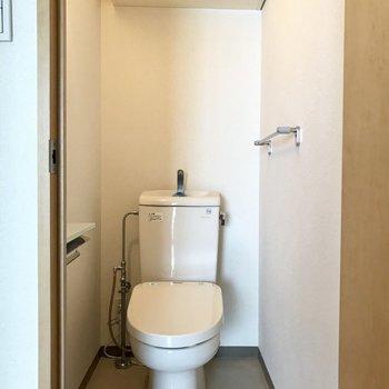収納付きトイレ。