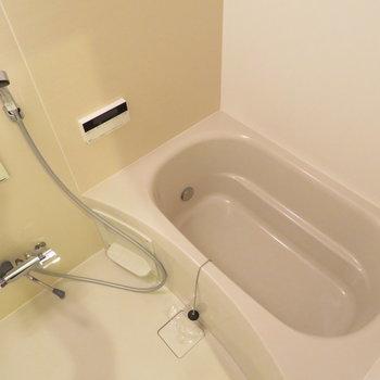 こちらも綺麗なお風呂です※写真は5階同間取り別部屋のものです