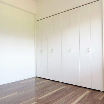 寝室にはベッドを置いて※写真は5階同間取り別部屋のものです